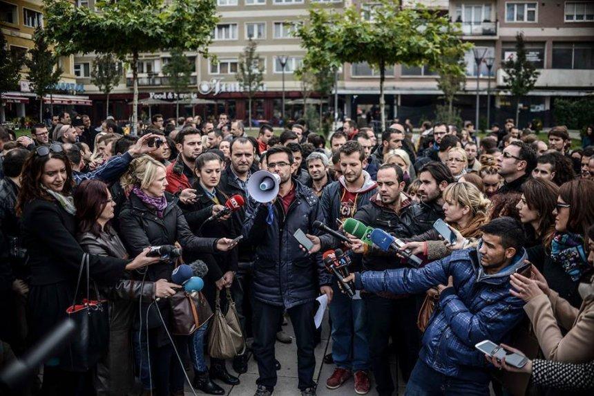 Gazetarët e Kosovës sot solidarizohen me vikimtimat e sulmit në Paris