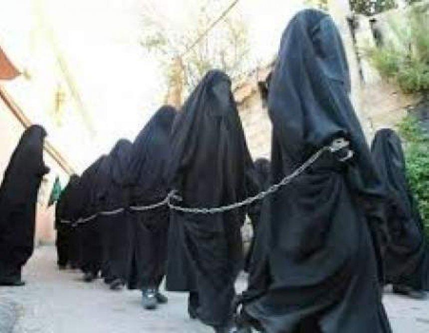 Rrëfimi i vajzave të rëna në duart e ISIS: Përdhunoheshim 5 herë në ditë, na fiknin cigare në trup