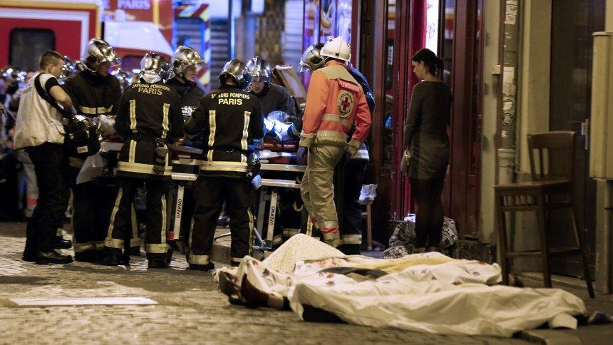 127 të vdekur në Paris Auto_Sulmi_ne_Paris1447570344
