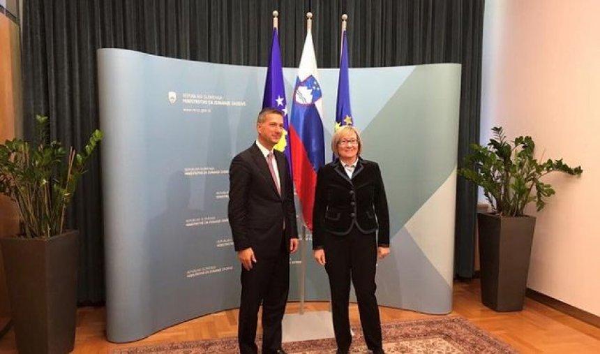 Sllovenia mbështet heqjen e vizave për qytetarët e Kosovës