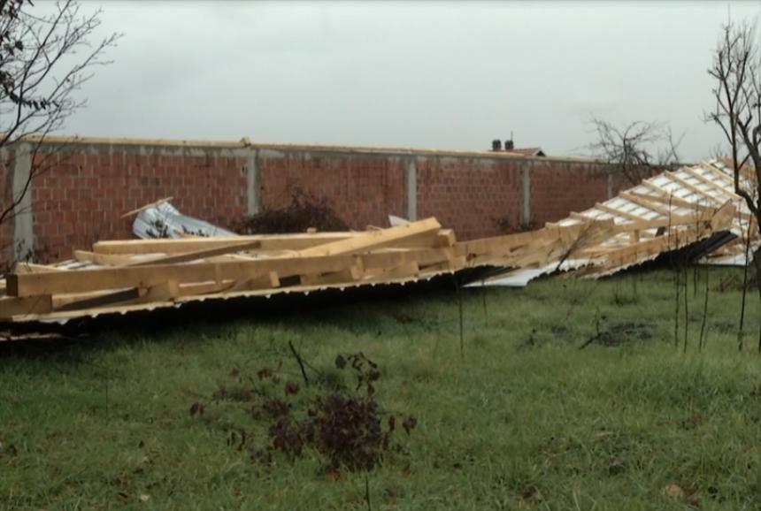 Shumë dëme nga erërat e forta në disa vendbanime në Kosovë (VIDEO)