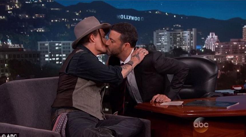 Shokon Johnny Depp, puth prezantuesin në buzë (Foto)