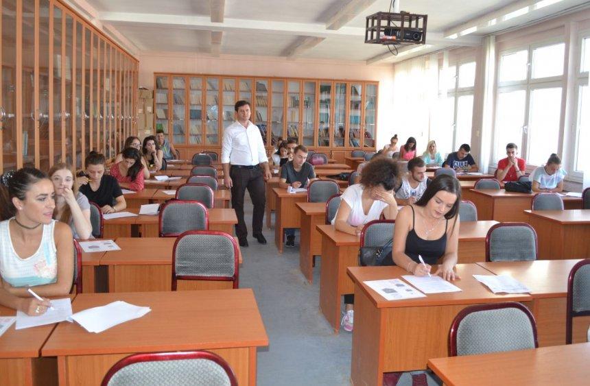 """Mbahet provimi plotësues për pranimin e studentëve në Universitetin e Gjilanit """"Kadri Zeka"""""""