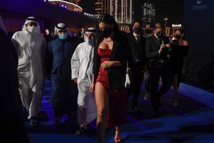 لباس جورجینا رودریگز برای مراسم در دبی در پریشتینا طراحی شده است ، واکنش رسانه های صربستان در حال آمدن است