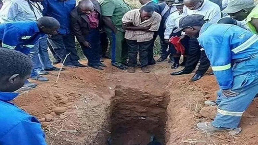 کشیش 22 ساله که معتقد بود می تواند زنده شود ، پس از سه روز دفن داوطلبانه درگذشت.