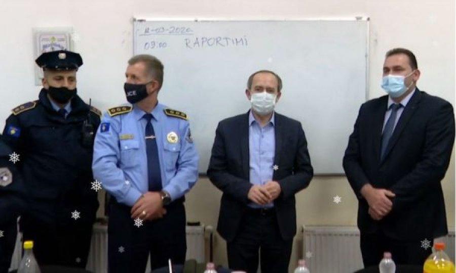 نخست وزیر در ایستگاه پلیس راهووتس از سال جدید استقبال کرد