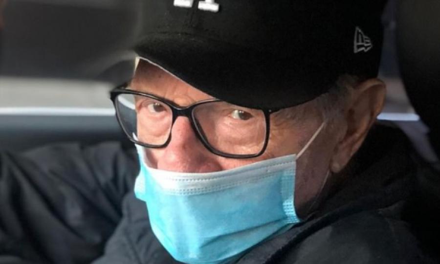نماد جهانی روزنامه نگاری پس از آلوده شدن به COVID-19 در بیمارستان مخفی شده است