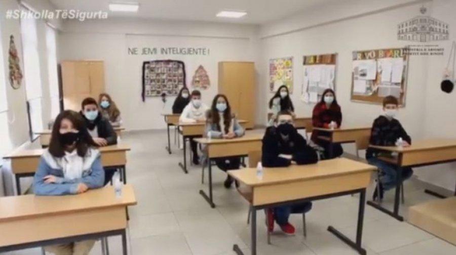 وزارت آموزش و پرورش آلبانی قبل از شروع مجدد آموزش ، نسبت به اقدامات علیه COVID احتیاط می کند