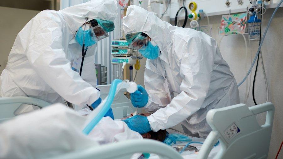انگلستان با بیش از 1000 قربانی در یک روز ، تعداد بستری شدن در بیمارستان را افزایش می دهد