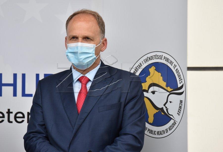 او معیارهای نامزدی را برآورده نمی کرد ، اما کراسنقی بخشی از رقابت برای مدیر HUCSK شد