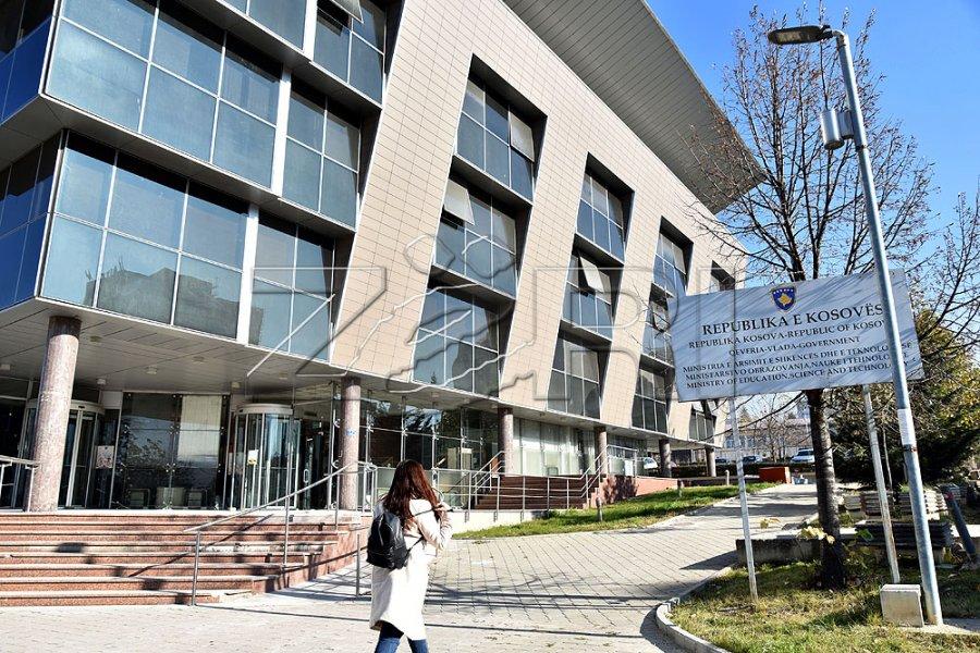 وزیر آموزش و پرورش بیش از 200 میلیون یورو کمک هزینه برای آموزش پیش دانشگاهی اعطا می کند
