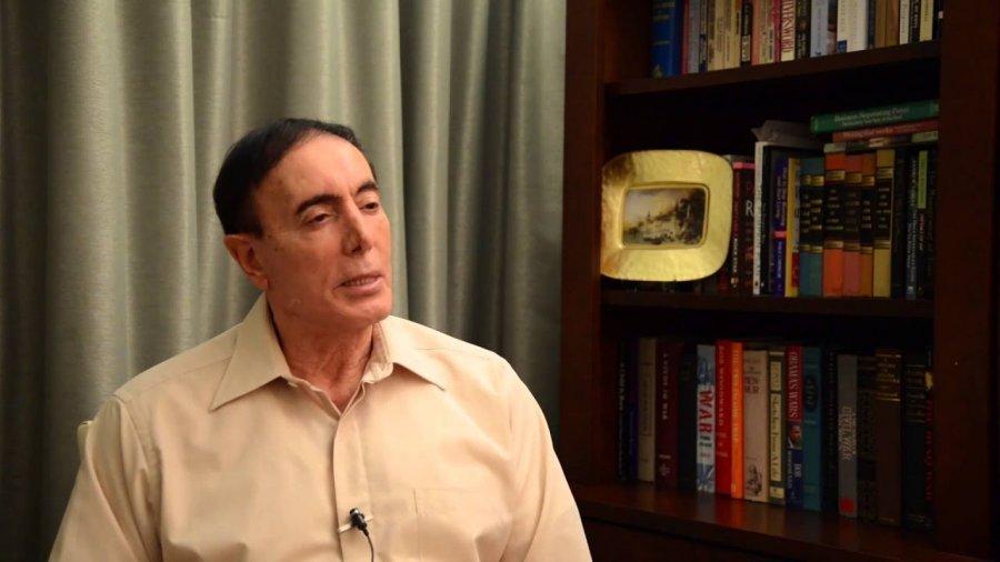این استاد آمریکایی به سفیر اسرائیل در بلگراد واکنش نشان داد و اظهارات وی را رسوا دانست