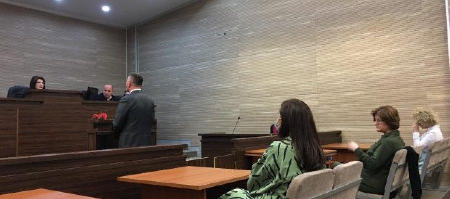 آلبولنا هادجیو ، پال لکای و دیگران متهم به گاز اشک آور در مجمع تبرئه شدند