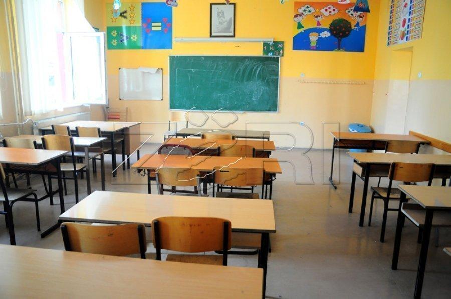 شبهات وجود دارد که دو معلم در مدرسه ای در مالشوا علیه دانش آموز خشونت کرده اند